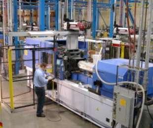Productie de mase plastice & Comercializare de hartie kraft